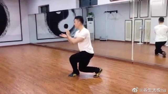 南京成龙太极拳馆老师现场演练陈式太极拳教学!