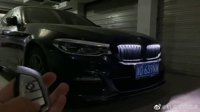 视频:按下新宝马5系的车钥匙,这下才知道,宝马的魅力所在!