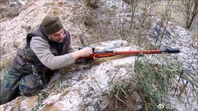 水连珠步枪配备瞄准镜,还装备了消音器……