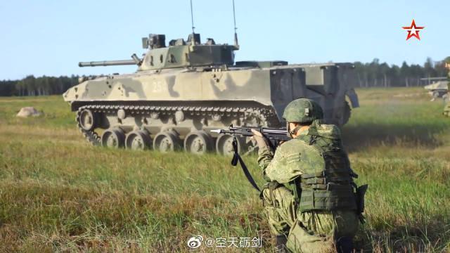 俄罗斯和白俄罗斯军队在布雷斯特斯基训练场进行联合战术演练