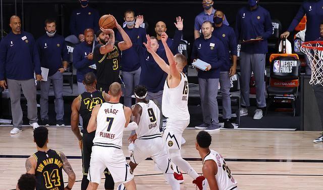 NBA季后赛继续进行,在西部决赛第二回合的比赛中,浓眉哥最后时刻上演三分绝杀