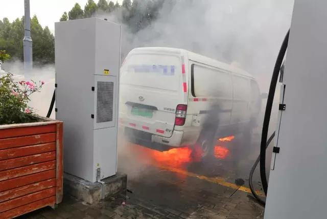 新能源汽车起火概率不到油车一半,真的吗?