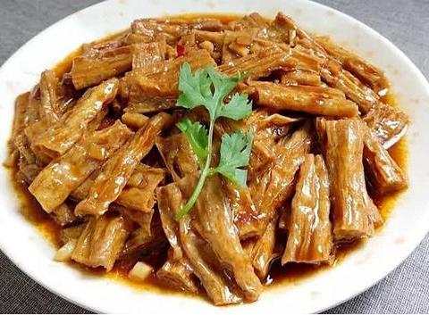 美食:红烧腐竹、油炸薯包、南瓜杂菌汤、肉片汤