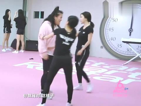 大牛BY2要当女版王嘉尔,这舞步不是开玩笑?我看是女版赵四