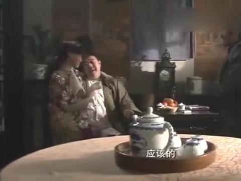 《铁道游击队》王强在丁二牛处探听情报,赶紧回去报告刘洪