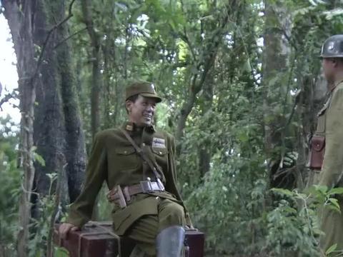 团座注意目标,让士兵去杀顾问,士兵相信了他的话