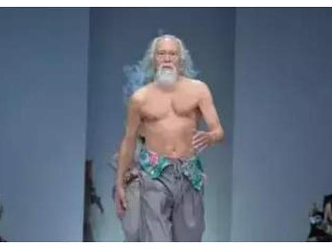 他被称为最帅张三丰,曾靠走秀红遍全网,现成娱乐圈里的老黄忠!