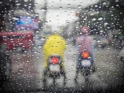 """为何下雨天打车更难,出租车都去哪儿了?司机说出""""实情"""""""