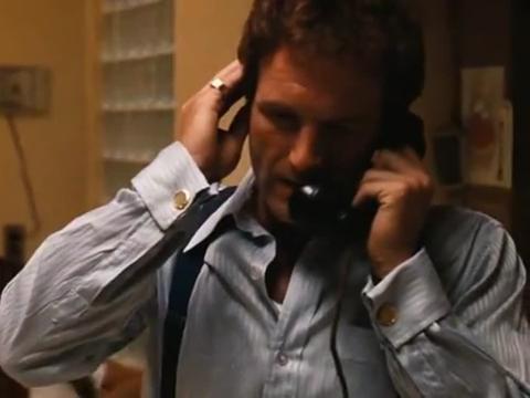 男子接到妹妹的电话,立马开车赶过去,却在收费站被打成马蜂窝