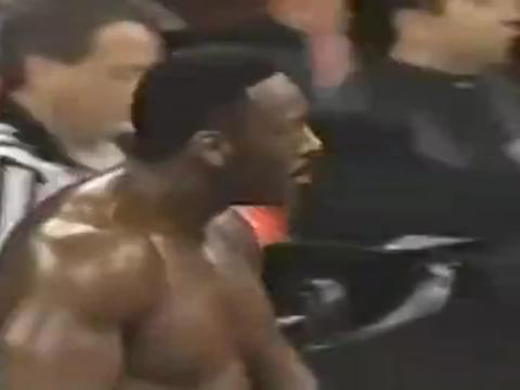 WWE:高柏与布克的私人对决,高柏出场先重创布克兄弟!
