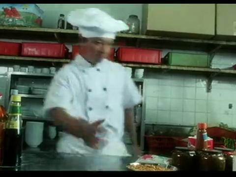 《香港厨神》洪金宝客串儿子电影,自己点的包子含泪也要吃完