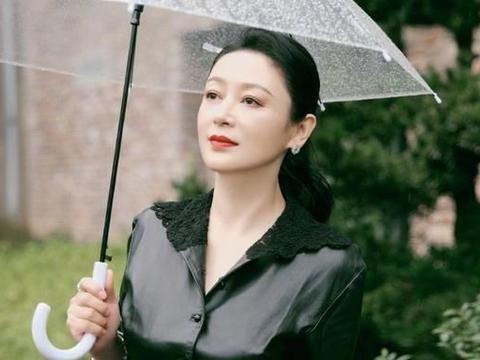 陈红这哪像是51岁的样子呀?精致妆容换上,仪态优雅胜过很多人