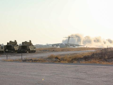 美军C-17运输机叙利亚秀野战起降能力,印度也有同样的条件