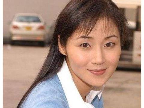 """她被称为""""第一腿模"""",与甄子丹同居过4年,今结婚20年却没孩子"""