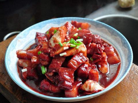 美食推荐:腐乳烧笋片,草菇炒鳝鱼段,凤梨鸡,玉米干烧排骨