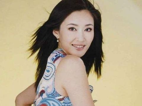 她是巩俐的同学,曾红过马伊琍,事业巅峰却退出娱乐圈!