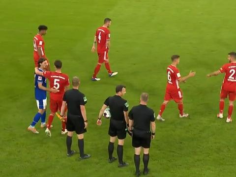 拜仁疯狂8-0!莱万一传两射,萨内独造3球,对手60分钟就崩溃