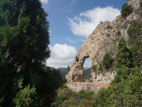 山西新晋5A景区,208米悬崖露天观光电梯,打破多个世界纪录