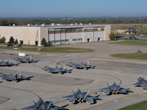 再次发出报复警告!称30个美军基地已全部被导弹锁定:哪里跑?