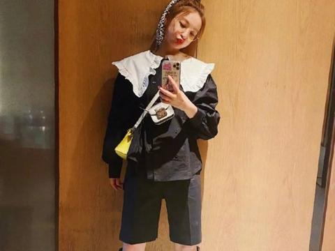 37岁吴昕少女心泛滥!一身黑搭配两个斜挎包,高马尾辫真减龄