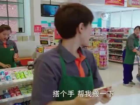 老板娘叫罗子君帮忙,子君说不归她管,上班还穿着高跟鞋!