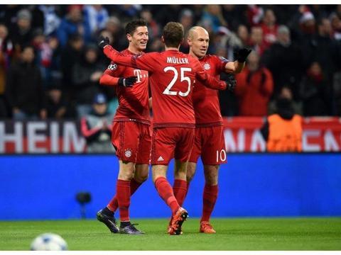 鲁梅尼格满意球队成绩,莱万破了纪录,拜仁正越来越好