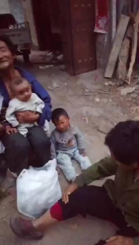 接到网友求助:山东东明县某村几个婴幼儿急需要救助!