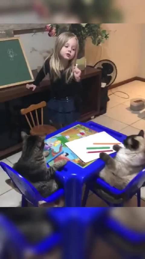"""这节是美术课,教""""小朋友们""""画花花"""