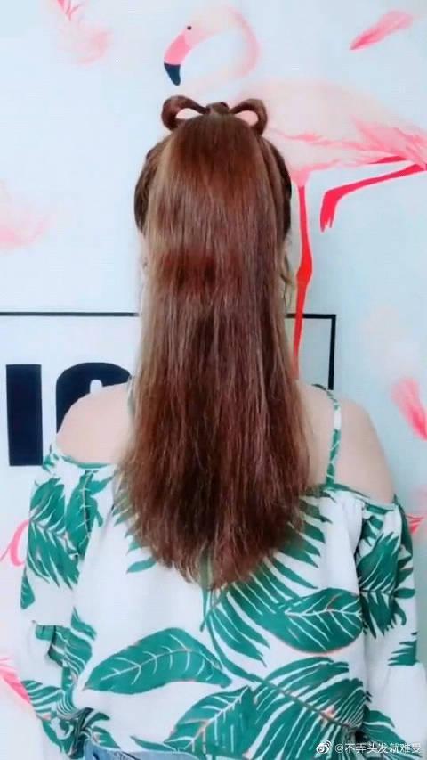 一款超火高马尾辫发型,两屡头发加个蝴蝶结超好看