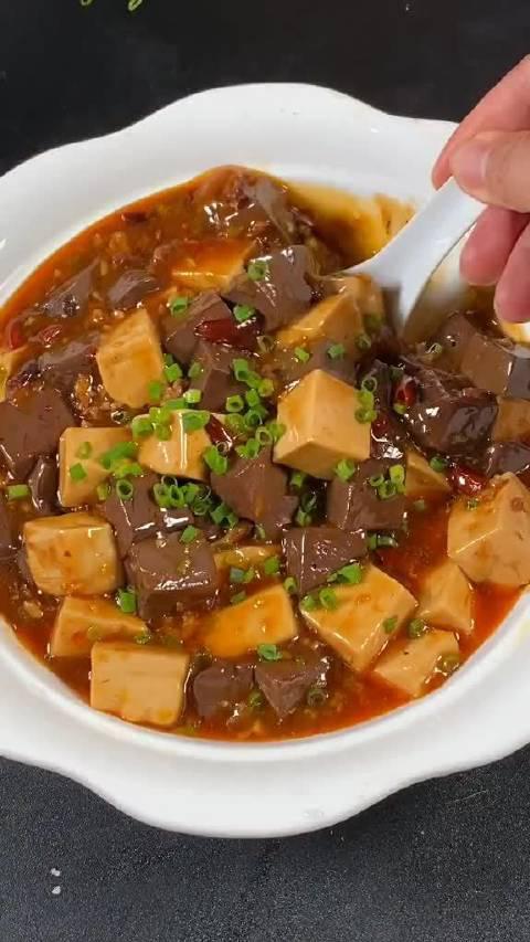豆腐和猪血可以这样烧,关键还好吃