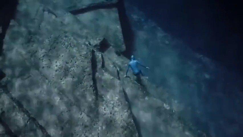 一位法国自由潜水员的潜水视频,拍摄者是他的太太
