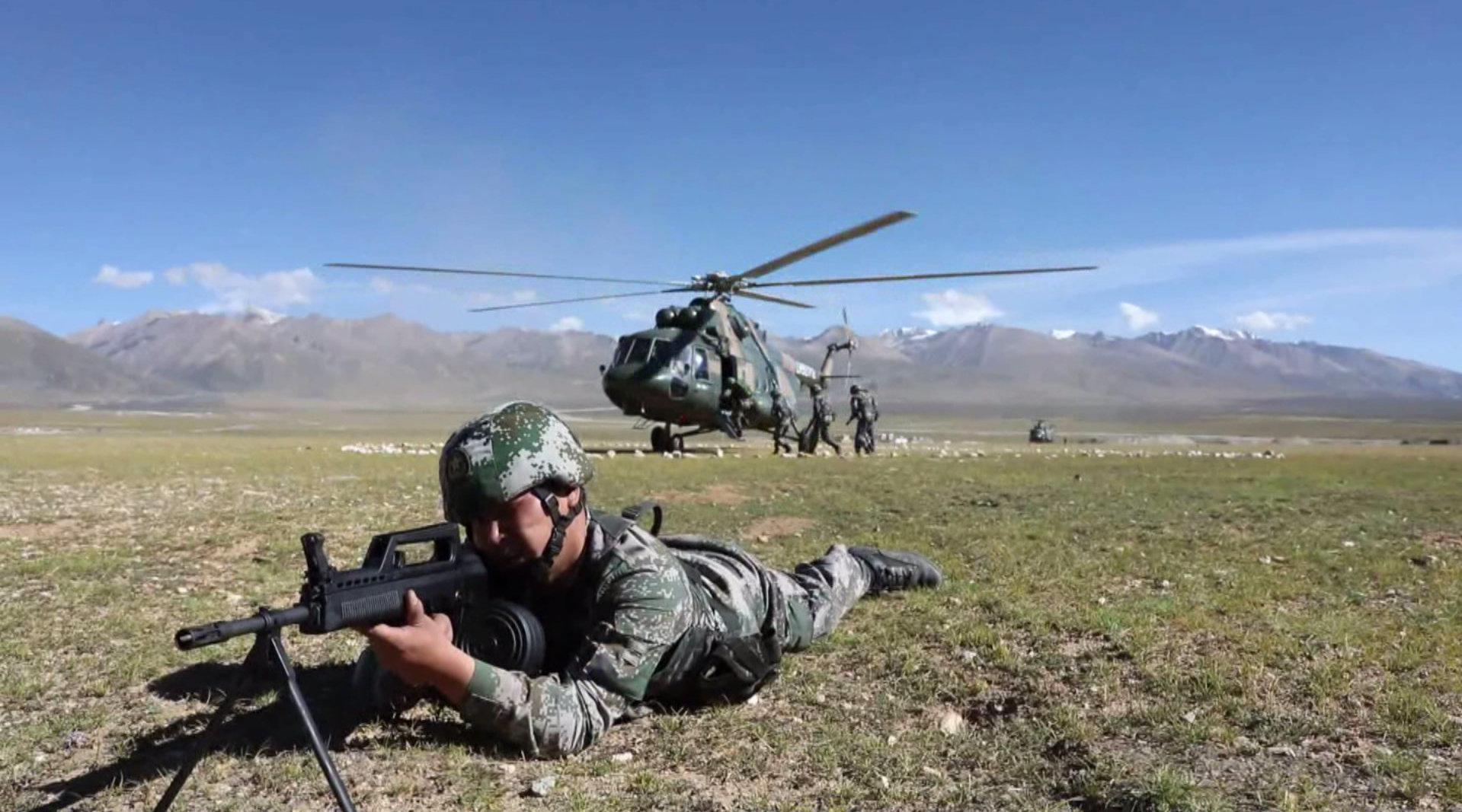 西藏军区:高原陆空联合拔点战斗演练