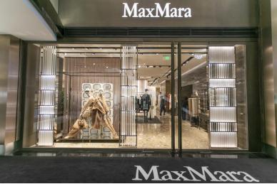 一半优雅一半潇洒 李小冉助阵Max Mara 2020秋冬时装秀