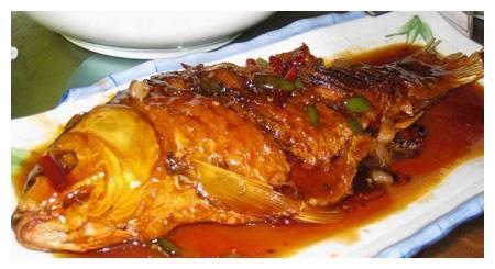 鲤鱼这么做最好吃,郫县豆瓣酱来上一勺,既下饭又解馋