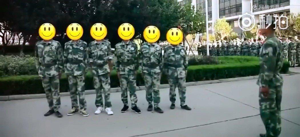 最近,是不是有些同学正在军训 这是正在军训的你吗?