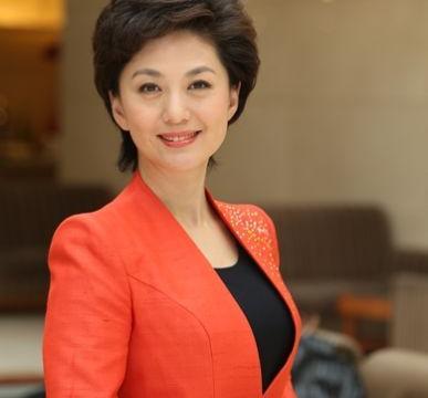 央视知名女主持海霞,21岁就进入央视工作,28岁嫁清华教授