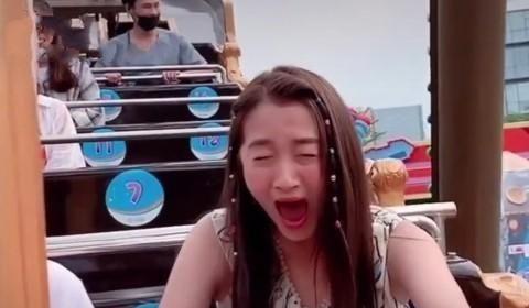 关晓彤在海盗船上的表达方式失控了,程序团队关闭美颜