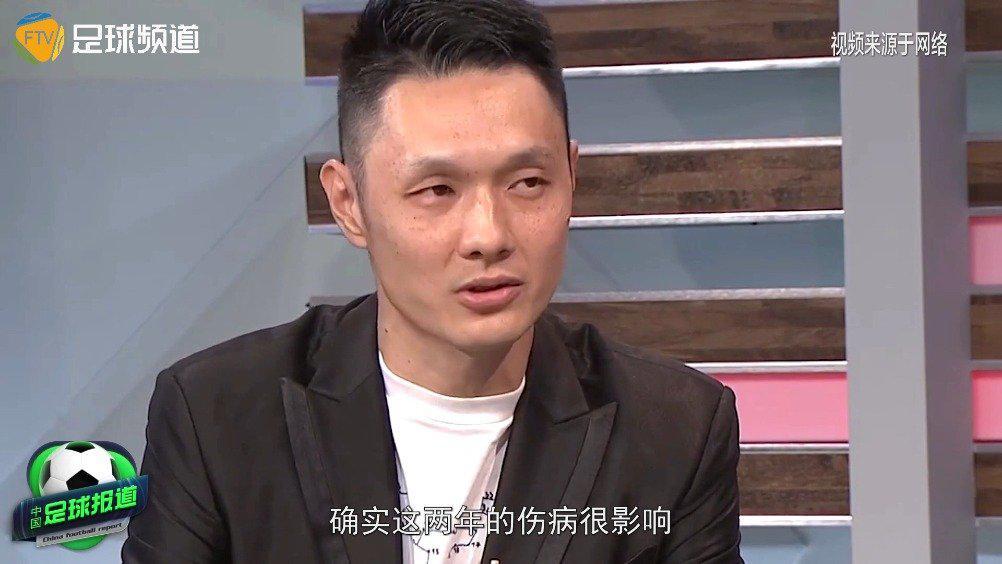前国安门将杨智以电视直播的方式向球迷宣布了自己退役的决定……