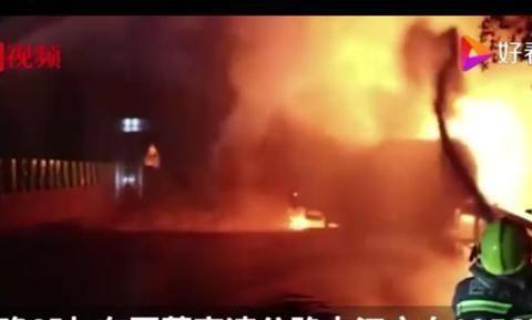 30吨干辣椒高速公路被烧毁,谁遭受了这场火灾?