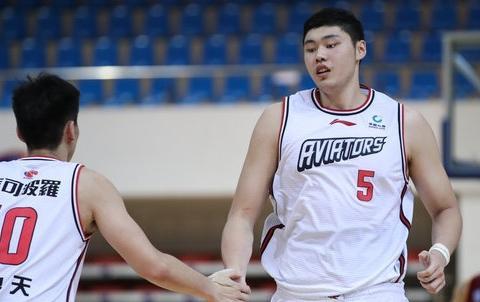 敢放李慕豪,深圳队早就备好后手:潜力新星还是女篮国手的男朋友