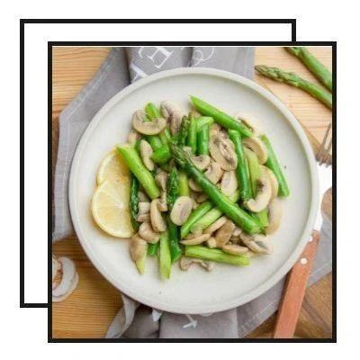 【明天吃】南瓜豆沙糯米卷、蚝油双蛋、芦笋炒蘑菇、水果烤排骨、椒香酸汤五花肉