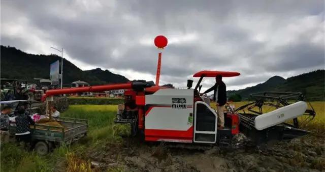 湘西州农机部门3天时间完成95.3%的水稻抢收抢烘工作