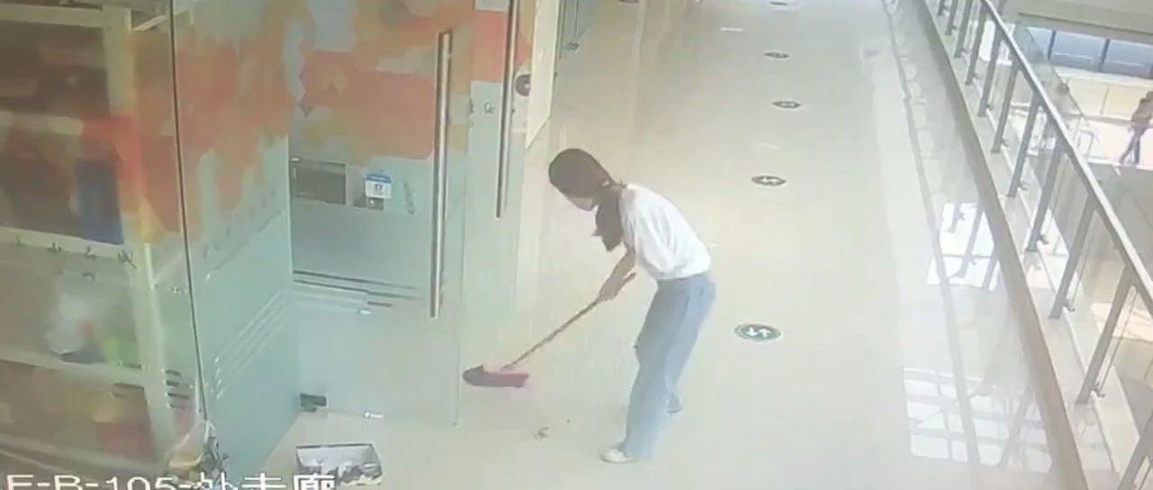 店员偷宝石藏在垃圾中,下班准备拿走时发现…宝石呢?!