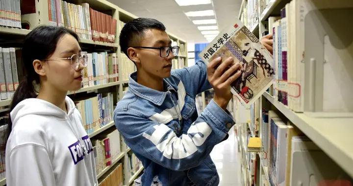 雷波的彝族少年来西南石油大学报到了