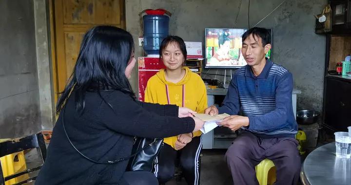 清镇市融媒体中心助力贫困大学生圆梦象牙塔