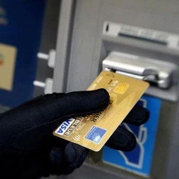 银行卡突然被连刷5笔!女子一个淡定操作,银行连利息都要赔
