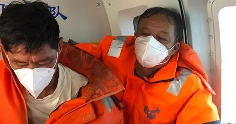 渔船触礁,东海救助局出动救助直升机成功救起6人,仍有4人失踪