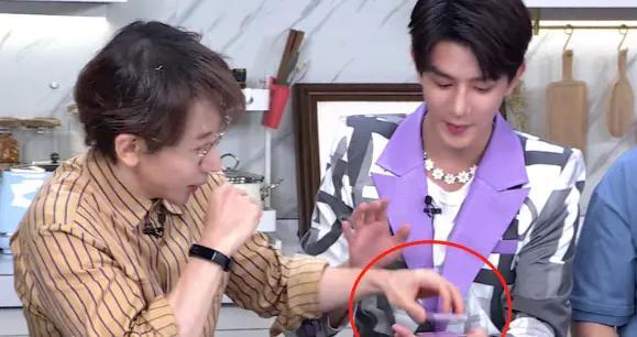 刘谦面前表演魔术,夏之光直播魔术表演翻车,杨迪的反应太搞笑了