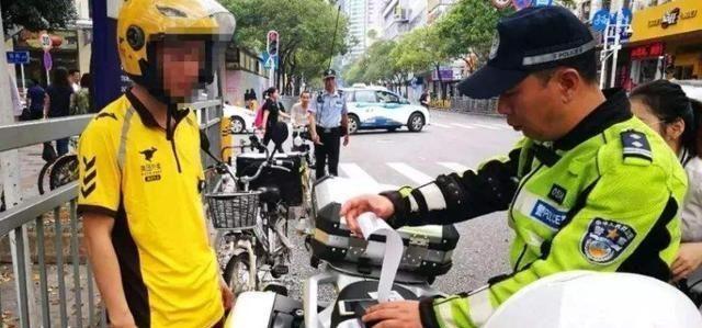"""取出小哥重新安装""""超强电动车"""",从无锡行驶到郑州了交警"""