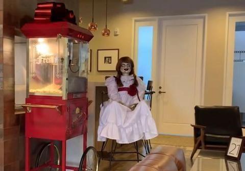 可怕的安娜贝尔娃娃原型没有逃脱